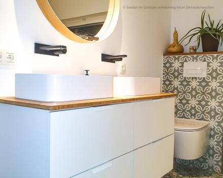 Badkamer totaalrenovatie met als 1 aanspreekpunt Sanitair en Centrale verwarming Kevin Demeulemeestere