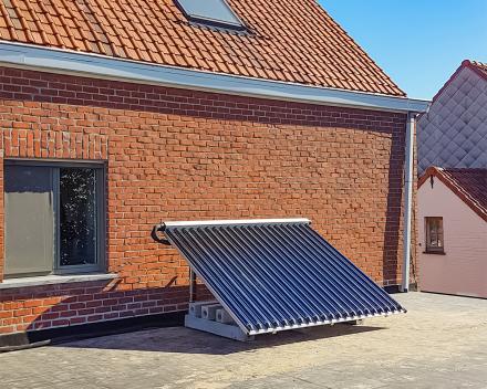 Tijdens de zomermaanden staat de zonneboiler in voor de volledige productie van warm water in huis