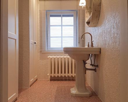 Totaalrenovatie van uw badkamer in retro stijl door Sanitair en Centrale verwarming Kevin Demeulemeestere